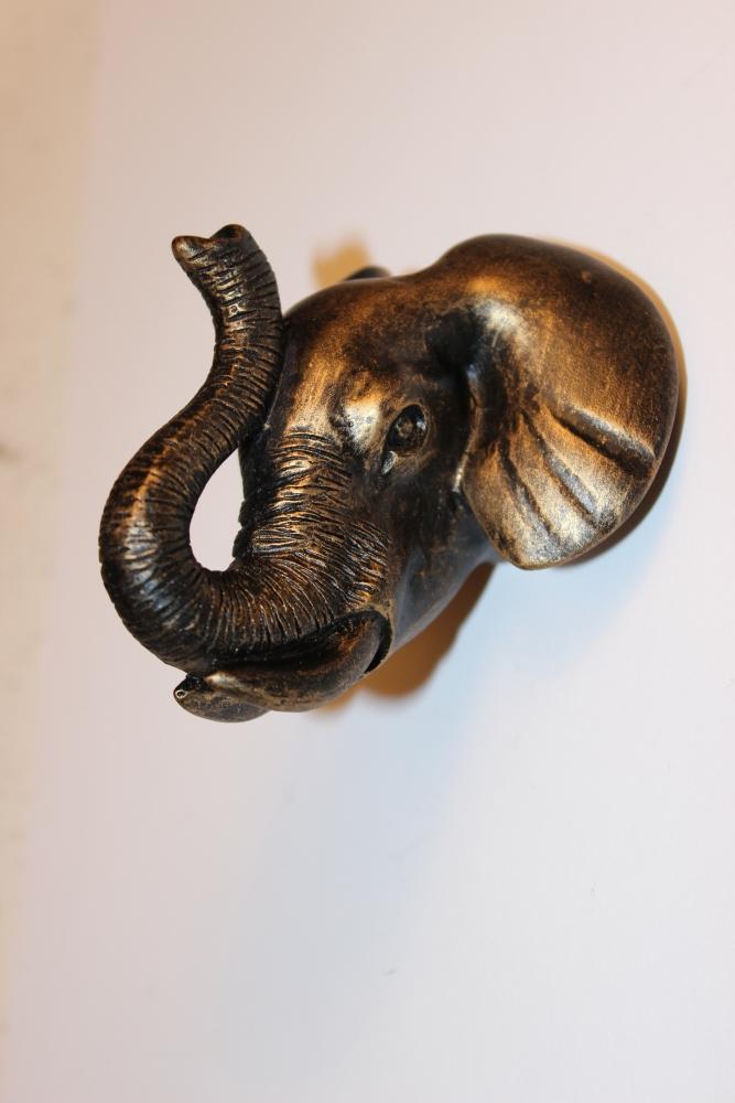 Bouton tete d 39 elephant espace poign es - Boutons de porte de placard originale ...
